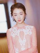 周冬雨写真仙气十足 粉嫩透视纱裙娇俏可人-中国女明星