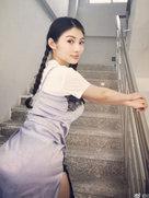 大嫂徐冬冬楼梯间凹造型 傲人身材依然瞩目-中国女明星