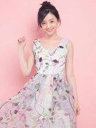 演员何花曝光了一组夏日写真大片,造型甜美-中国女明星