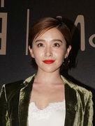 阚清子穿橄榄绿西装外套配同款阔腿裤 帅气十足-中国女明星