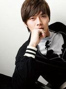 男神玄彬拍写真 运动装秀长腿-韩国男明星