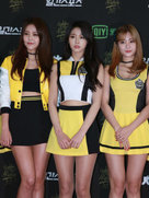 女团AOA靓丽短裙亮相发布会 这大长腿也是没谁了-韩国女明星