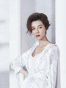 车晓时尚写真大片曝光 衬衣搭配长裙目光眺望远方优雅迷人-中国女明星