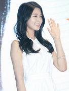 AOA女神亮相品牌发布会 微笑露甜酒窝-韩国女明星