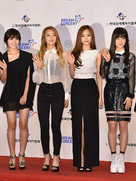APINK出席品牌发布会 现场粉丝力挺女神赞不停-韩国女明星