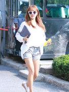 APINK最新街拍 大长腿抢眼-韩国女明星