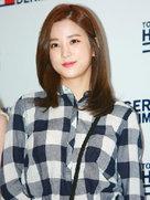 APINK亮相某品牌发布会 素颜出镜获赞-韩国女明星