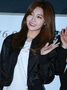 APINK简约装扮亮相 容光焕发气色好-韩国女明星