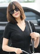 APINK现身机场 黑超遮面酷范儿十足-韩国女明星