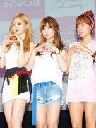 人气偶像APINK亮相发布会 与粉丝亲密互动-韩国女明星