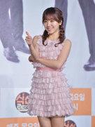 APINK短裙亮相吸睛无数 粉嫩系少女上线-韩国女明星