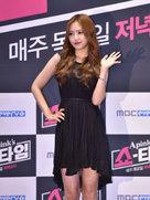 APINK穿着小黑裙亮相 彰显优雅气质-韩国女明星