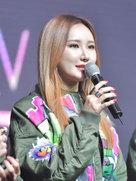 EXID军绿色外套帅气亮相 时尚态度尽显-韩国女明星