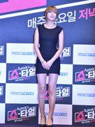 APINK紧身黑裙性感亮相 前后都是S曲线-韩国女明星