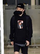 BIGBANG全黑LOOK现身机场 酷帅十足-韩国男明星