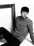 南柱赫黑白写真尽显个人魅力 超有味道~-韩国男明星