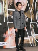 郑容和帅气亮相发布会 时尚西装搭配高级感Max-韩国男明星