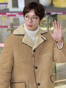郑容和帅气街拍 魅力直击女心-韩国男明星