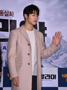 CNBLUE亮相时装秀 引粉丝阵阵尖叫-韩国男明星