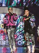 BIGBANG摇滚演唱会开唱 歌迷嗨不过瘾求再来一遍-韩国男明星