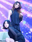 AOA演唱会现场火爆 嗨唱不眠夜-韩国女明星