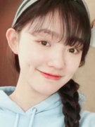 林允剪空气刘海晒嘟嘴自拍 表情丰富搞怪可爱-中国女明星