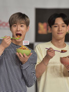 EXO出演综艺节目 变身超萌吃货-韩国男明星