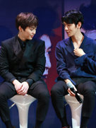 EXO接受专访 和粉丝互动超暖心-韩国男明星
