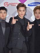 EXO帅气现身音乐节 压轴登场引粉丝尖叫-韩国男明星