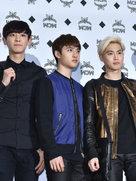 EXO帅气现身活动 粉丝超强应援令人惊叹-韩国男明星