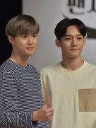 EXO惊喜现身综艺 现场发福利引粉丝尖叫-韩国男明星