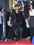 EXO帅气亮相发布会 高颜值令迷妹们尖叫-韩国男明星