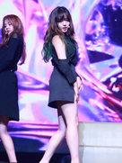 AOA演唱会舞台燃爆 看的人热血沸腾-韩国女明星