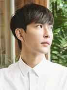 于朦胧夏日写真化身街角少年 眼神纯净澄澈-中国男明星