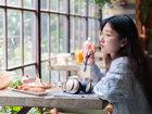 下午茶和音乐最配 惠威AW-85耳机美女图赏