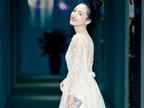 吴倩穿蕾丝长裙亮相表彰会 获优秀好演员奖-活动现场