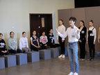 王俊凯现身北电艺考内场图曝光 朗读诗歌-娱乐组图
