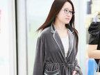 46岁杨钰莹睡衣风现身机场秀雪肤-八卦爆料