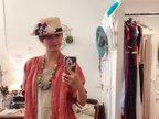 梁咏琪服饰店试帽子 展现浓郁的西班牙风情-娱乐组图