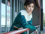 刘泳希曝短发生日写真-