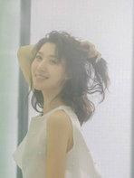 王子祯夏日写真曝光 亭亭伫立笑靥如花-中国女明星