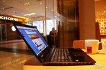 咖啡厅暖色调下的风姿 神舟精盾T97高端商务本图集_图赏