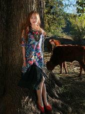 长发美女身着田园服饰拍摄写真 玩转民族风-小清新