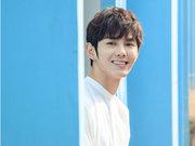 蓝博白衣暖笑 满屏阳光帅气的青春荷尔蒙-中国男明星