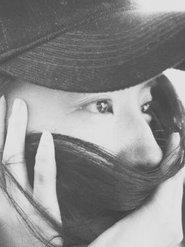 """美哭了!刘亦菲用秀发捂住嘴巴 演绎""""眼神杀"""""""