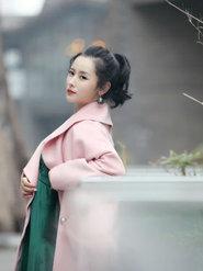 """""""最美师娘""""杨明娜穿粉色大衣似少女"""