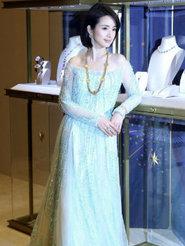 林依晨一袭淡蓝长裙出席活动 宛如冰雪公主