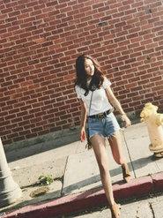 张子萱产后身材苗条 穿超短裤秀美腿