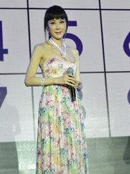 49岁萧蔷梳齐刘海扮嫩 为整形医院站台