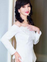 赵雅芝穿白衣小秀香肩 真的是美了一辈子